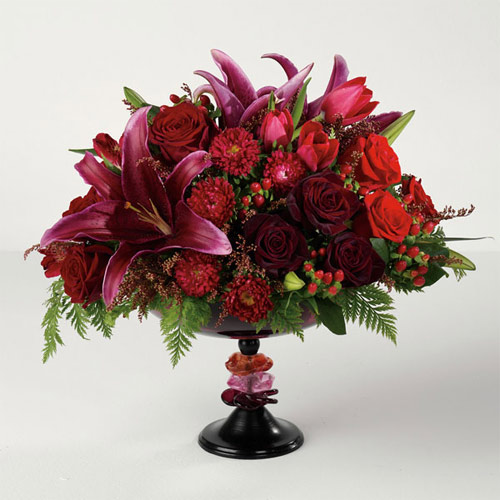 Rich and elegant, this all-red arrangement is a wonderful remembrance for your loved one.<br/><br/>